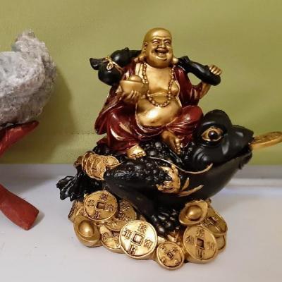 Feng Shui-Bouddha rieur sur le crapaud à 3 pattes