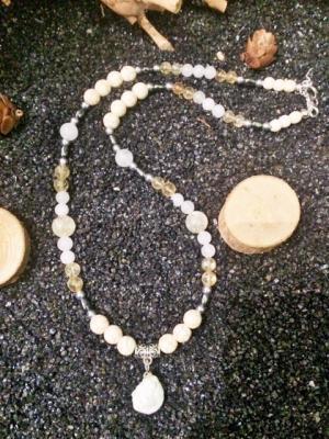 COLLIER SPÉCIAL RÉGIME ALIMENTAIRE (howlite, magnésite, citrine naturelle, jade imperiale)