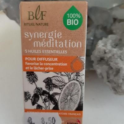 Huile essentielle meditation