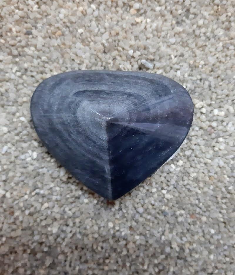 Obsidienne argentee obsidienneargentee coeurenobsidienne coeurobsidienne missterreetcielalbert