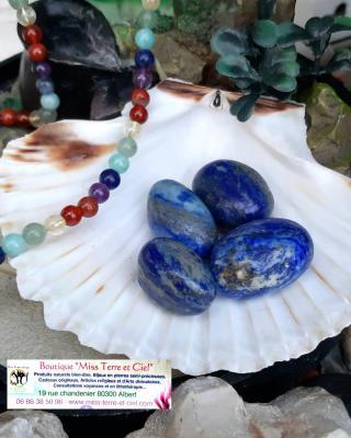 Pierre roulee de lapis lazuli