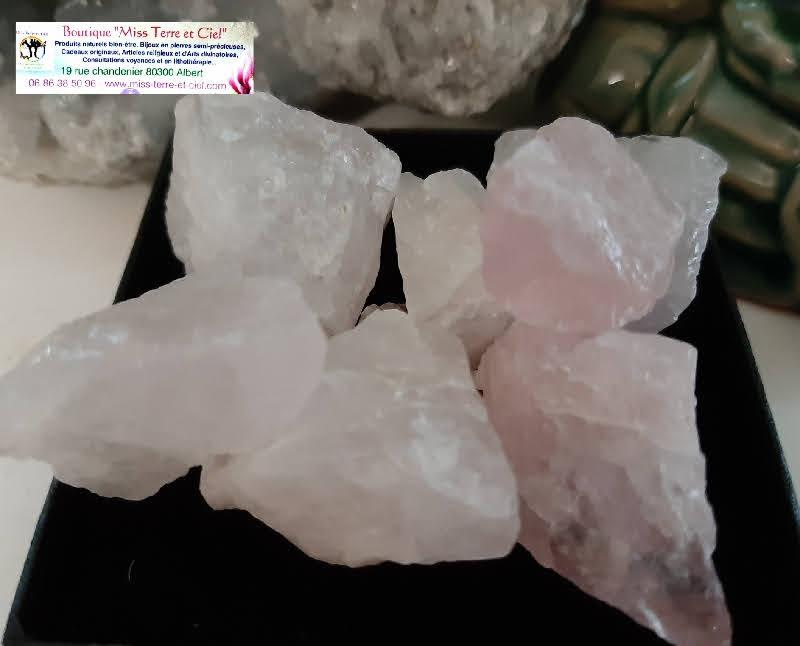 Pierres brutes de quartz rose