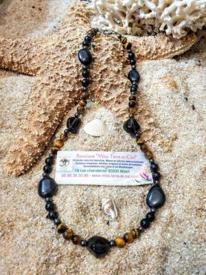 COLLIER CHANCE-DOULEUR ET HAUTE PROTECTION (larme d'apache-oeil de tigre-spinelle noir-magnetite-hematite) 43cm