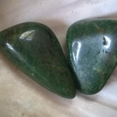 JADE VERT pierres roulée (vendu à l'unité)