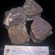 pierres brutes de magnétite