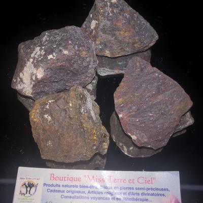 MAGNÉTITE AIMANTEE pierres brutes dite Pierre d'aimant et d'attirance (vendu à l'unité)